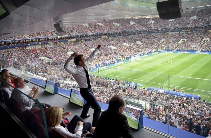 Macron finale foot.jpg